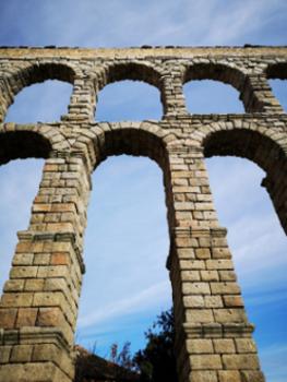 Reflexión ante el acueducto de Segovia.