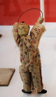 Juguetes antiguos. «Historia cultural del juguete» (Walter Benjamin).